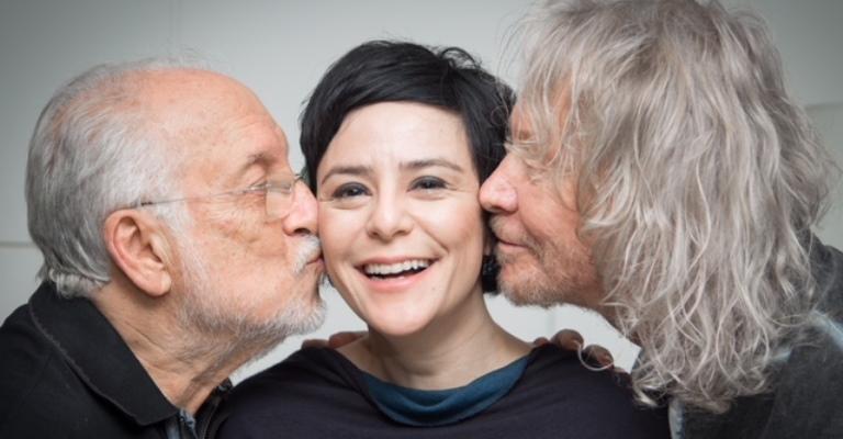 Fernanda Takai lança álbum interpretando Tom Jobim