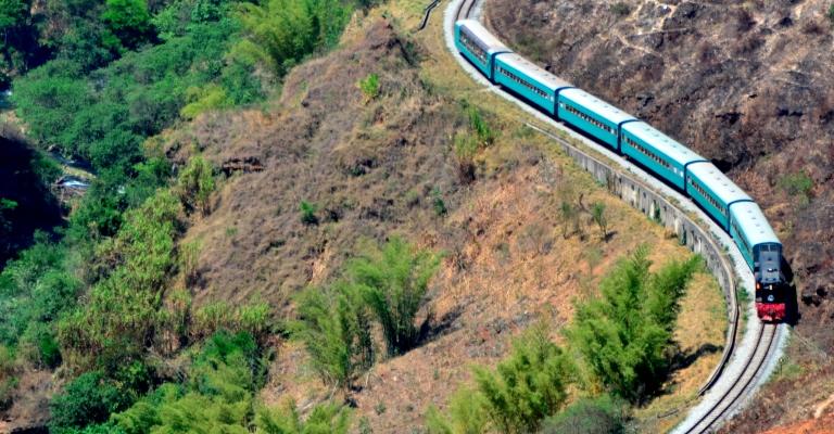 Trem da Vale oferece viagem gratuita para as mamães