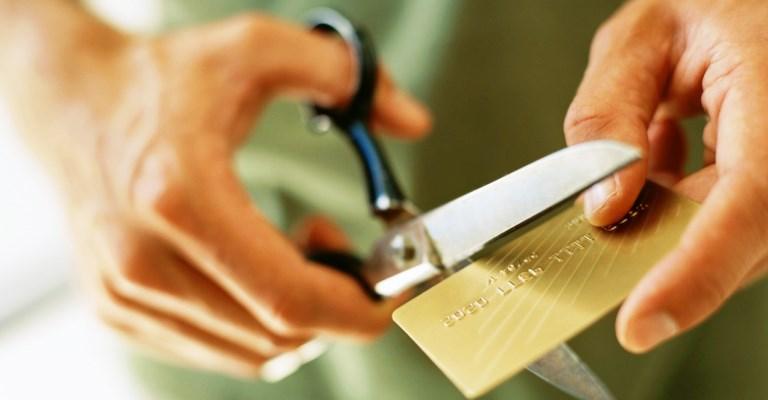 Juros do cartão de crédito registram 363% ao ano