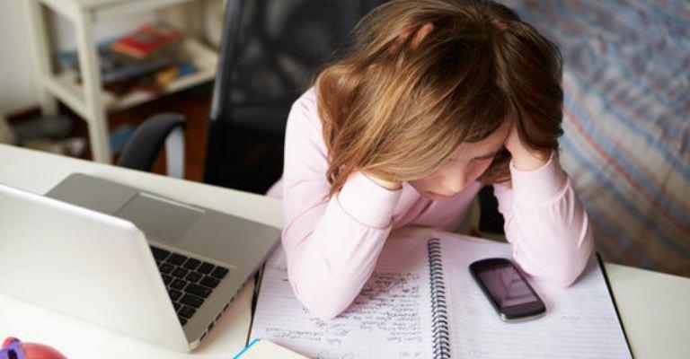 Um em cada dez estudantes já foi ofendido nas redes sociais, mostra IBGE