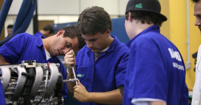 Brasil registra contratação de 143 mil aprendizes