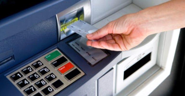 Mesmo na crise econômica e sanitária, bancos aumentam as tarifas