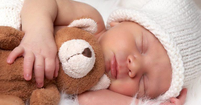 Um alerta para acidentes durante o sono dos bebês