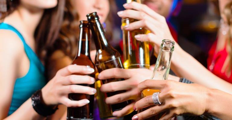 Pesquisa revela que 62% dos jovens consomem álcool