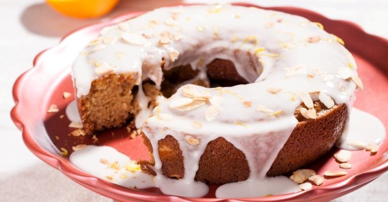 Como fazer um delicioso bolo de laranja com amêndoas