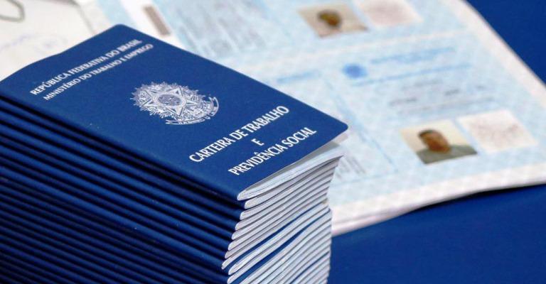 Mercado brasileiro fecha 43 mil empregos formais em março