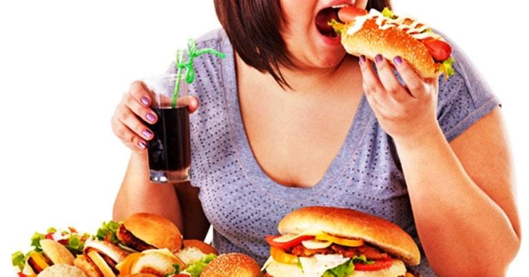Sintomas da compulsão alimentar e como driblar o desejo