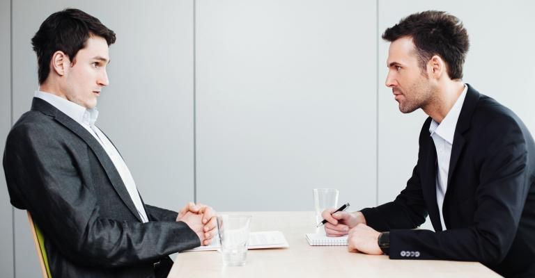 A linguagem corporal diz muito em uma entrevista
