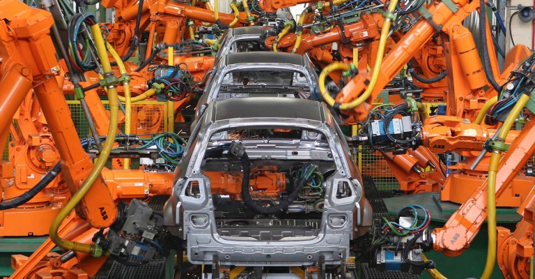 Produção industrial cresce mas emprego cai em maio