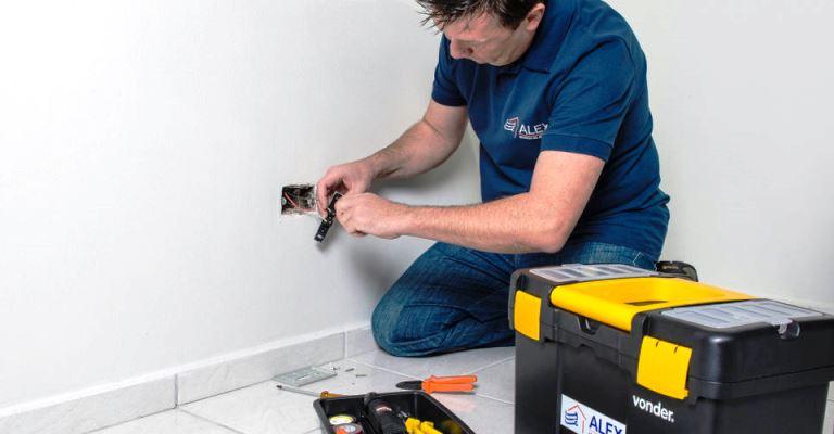 Atenção na contratação de profissionais para reparos no lar