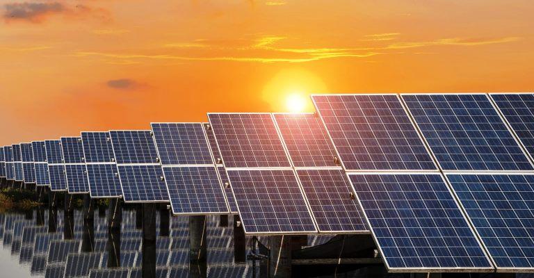 Energia solar de grandes usinas ultrapassa carvão na matriz elétrica brasileira