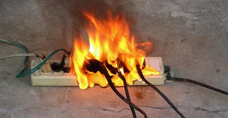 Uso inadequado de instalações elétricas pode causar incêndios