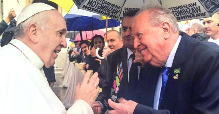 Papa Francisco abençoa o cooperativismo e movimento de voluntariado