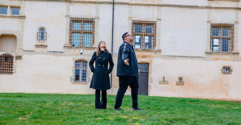 Pamela e Anderson Freire lançam single e clipe