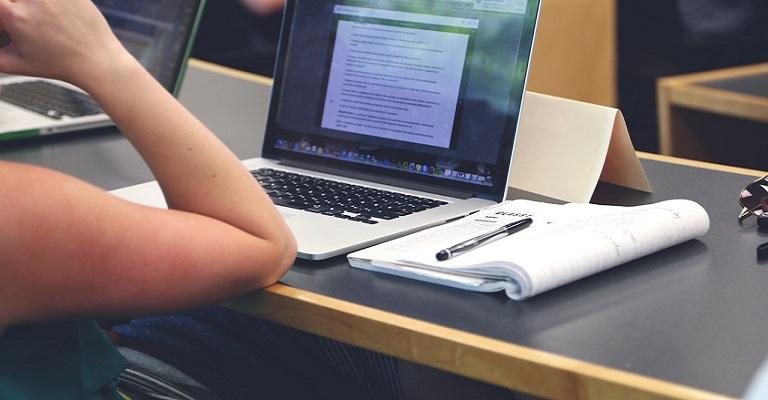 Apps de aulas particulares auxiliam pais durante isolamento social