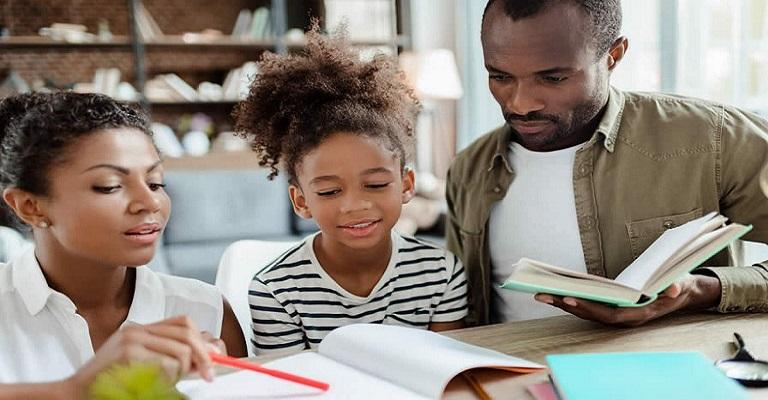 Filhos em casa: como pais devem participar da vida escolar das crianças