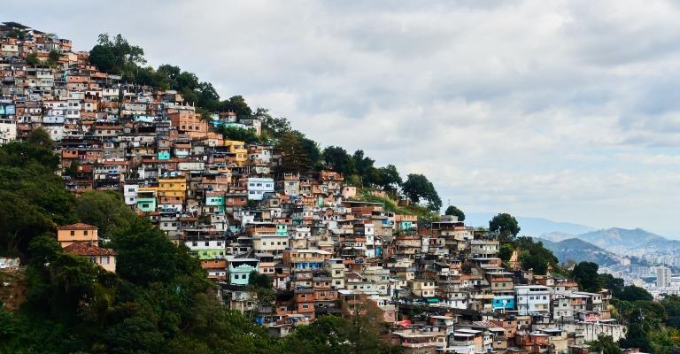 Campanha de doações gratuitas viabiliza compra de testes de Coronavírus para favelas do RJ