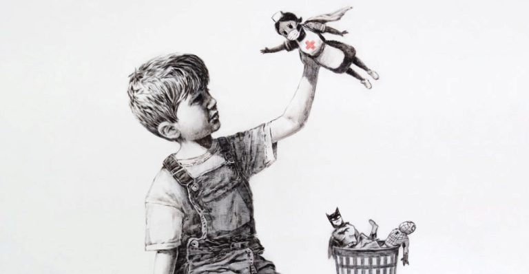 Nova obra de Banksy mostra enfermeira como super-heroína