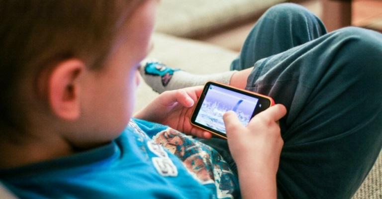 Cinco principais vícios de postura de crianças e adolescentes