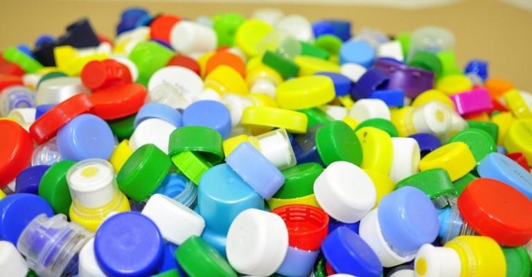 Programa promove a coleta de mais de 450 toneladas de tampas de plástico