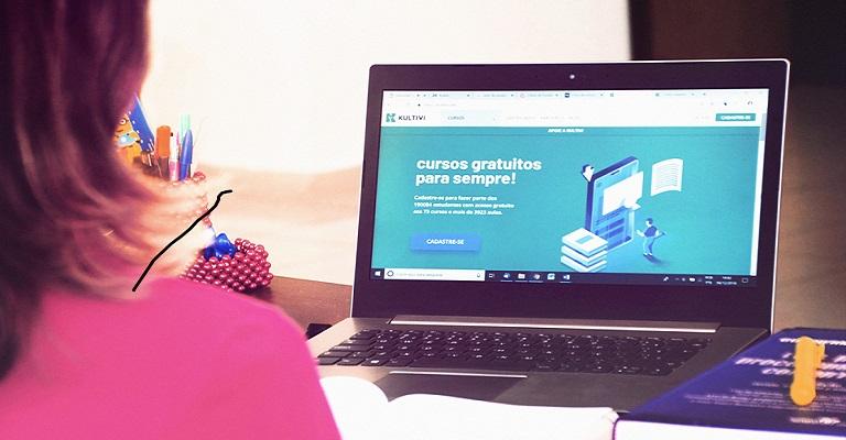 Startup oferece curso de francês online e gratuito