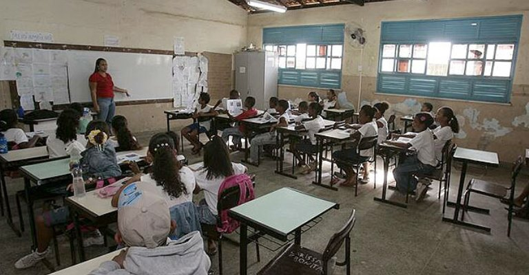 Governo de Minas anuncia início do retorno das atividades escolares presenciais