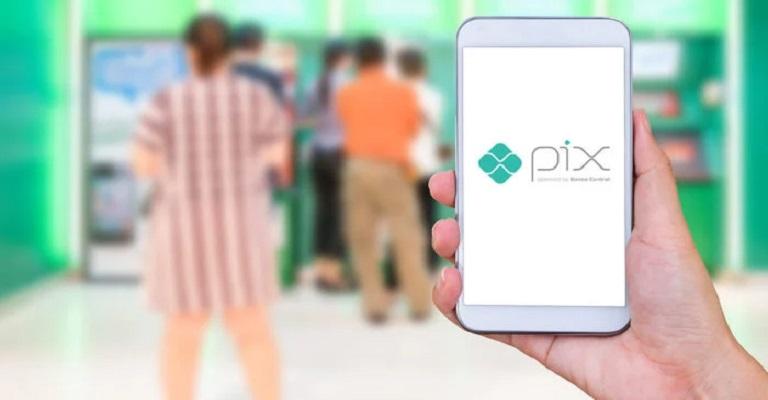 Pix, novo sistema de pagamentos instantâneos, começa a funcionar