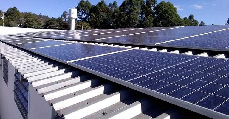 Zema entrega usinas fotovoltaicas para Apacs