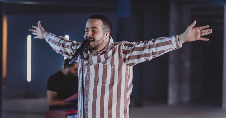 """Isaías Saad disponibiliza EP """"Livre"""" completo"""