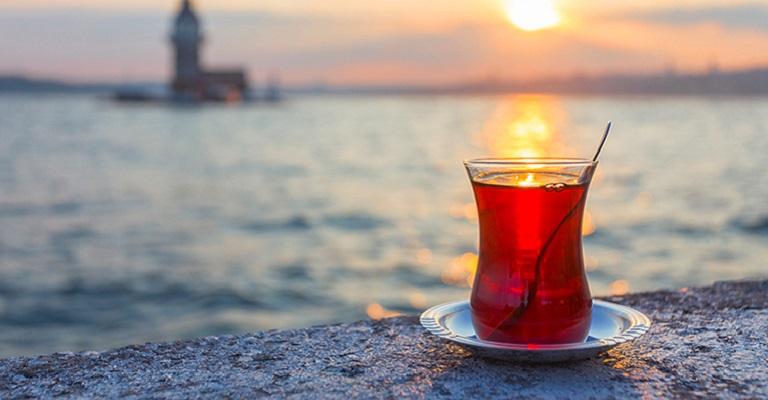 Mais do que uma bebida, o chá turco é sinônimo de hospitalidade e tradição