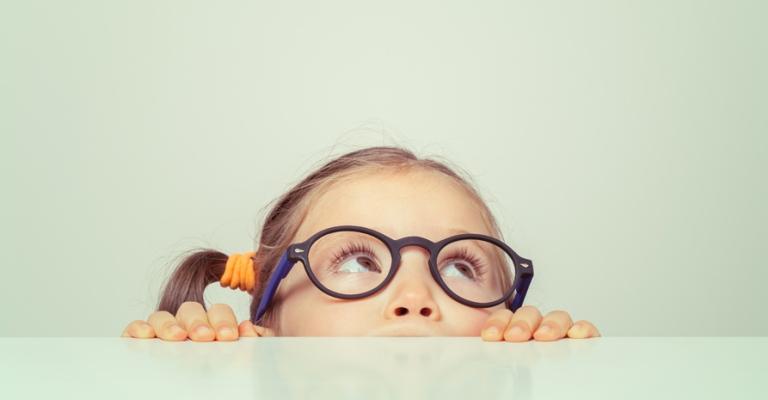 Uso de lentes de contato por crianças deve ser cauteloso