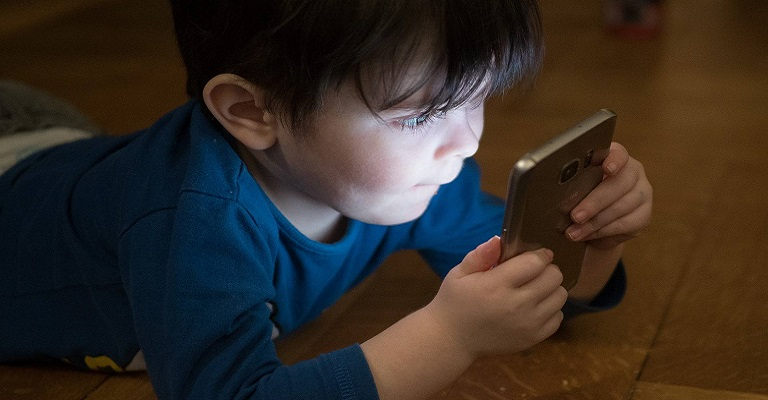 10 motivos para colocar limite de tempo no uso de smartphones por crianças