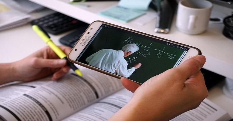 O futuro será de aulas online, o governo precisa melhorar o nível do ensino EAD