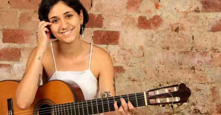 Luísa Lacerda lança quinto álbum de carreira e sua estreia solo