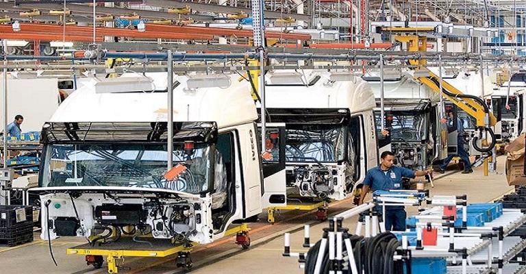 Montadoras de caminhões param produção por causa da pandemia
