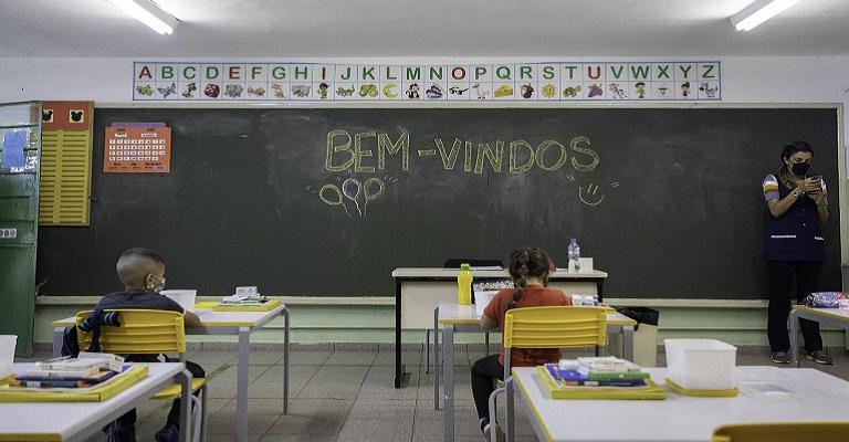 Manter as escolas abertas é uma questão científica