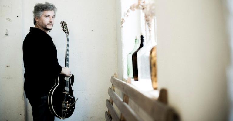 """Érico Moura divulga single e clipe """"Eu sendo eu"""""""