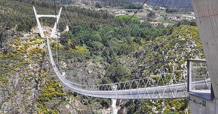 Maior ponte pedonal suspensa do mundo é aberta em Portugal
