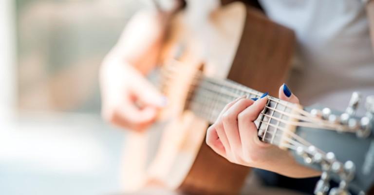 Pesquisa: 79% de mulheres que atuam na música são discriminadas