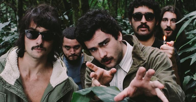 Banda Daparte apresenta dois novos singles