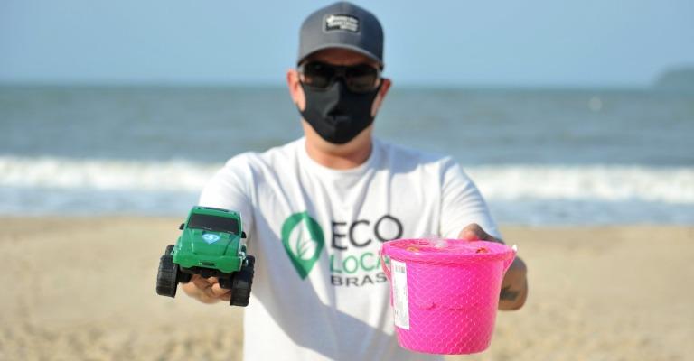 Lixo marinho é transformado em pranchas de surf, brinquedos e outros objetos