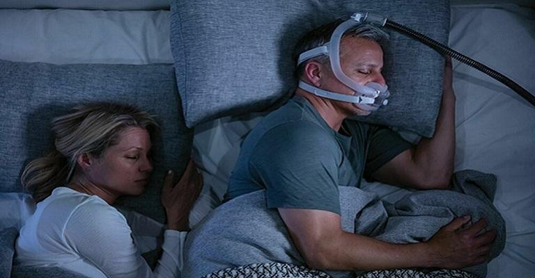 Por que roncamos ao dormir de barriga para cima?